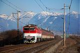"""Lokomotiva 754 005-7, Zr 1842 """"Turčan""""  (Banská Bystrica – Turčianske Teplice – Vrútky – Žilina), Teplička nad Váhom, 9.3.2010 15:24 - Trainweb"""