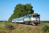 Lokomotiva 754 022-2, Os 8711  (Veselí nad Lužnicí – České Velenice), Dvory nad Lužnicí – Nová Ves nad Lužnicí, 29.9.2018 14:37 - Trainweb