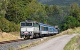 Lokomotiva 754 030-5, R 925 Krakonoš (Praha - Hradec Králové - Trutnov), Velké Svatoňovice - Suchovršice, 9.9.2020 13:05 - Trainweb