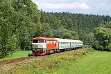 Lokomotiva T 478.1010, Os 14916  (Tišnov – Bystřice nad Pernštejnem – Žďár nad Sázavou), Věžná – Rožná  (obec Jabloňov), 7.7.2012 16:18 - Trainweb