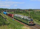 Lokomotiva VL80S-1725/935, nákladní vlak, Koloděznaja – Davydovka  (Rusko, Voroněžská oblast), 13.8.2011 14:25 - Trainweb