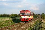 Motorový vůz 810 306-1, Os 25927  (Rudná u Prahy – Hostivice – Praha-Smíchov), Rudná u Prahy – Chýně jih, 2.5.2016 18:27 - Trainweb